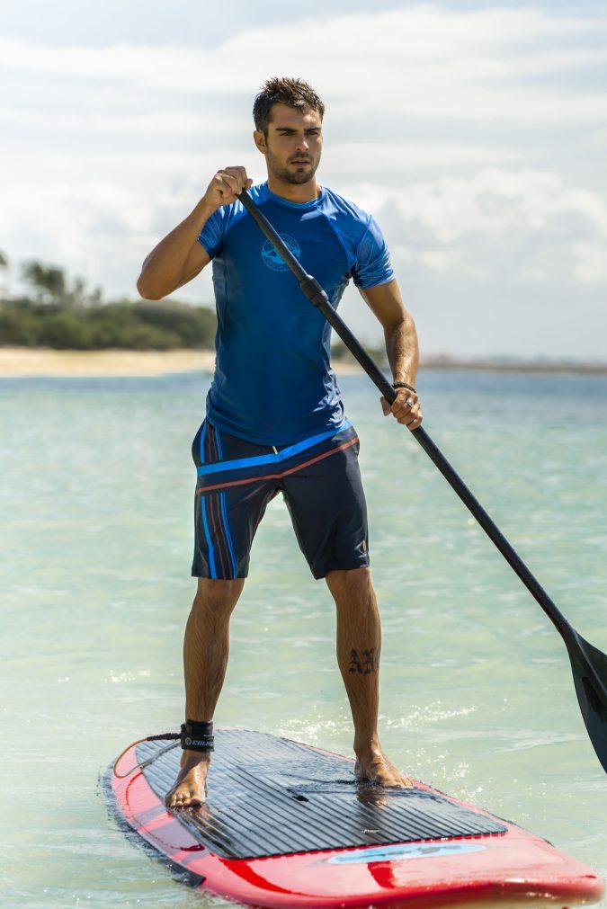 Mega-Herren-Badehose-Men-Swim-Shorts-Blue-Stripes-Color-Blau-Farbe-Geometri-Graphic-Streifen-Print-Swimwear-Southcoast-Bali-Wasser-Sport-Paddle-Board