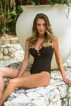 Schwarze-Badeanzug-Eva-Bathing-suit-body-shaping-Power-Mesh-Southcoast-Swimwear-Black-Solid-Minimalistisch-Neckholder