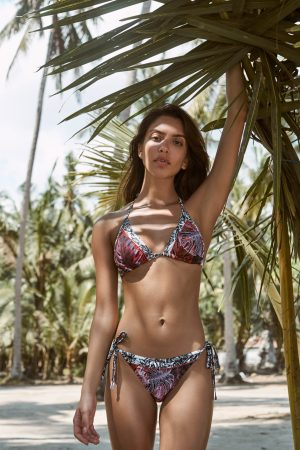 Luna-Red-Bikini-Triangle-Patchwork-Tropical-Leafs-Blaetter-Prints-Tropischen-Paradise-Southcoast-Swimwear-Bali